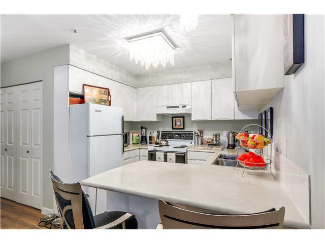 """Photo 9: Photos: 201 118 E 2ND Street in North Vancouver: Lower Lonsdale Condo for sale in """"The Evergreen"""" : MLS®# V1077548"""