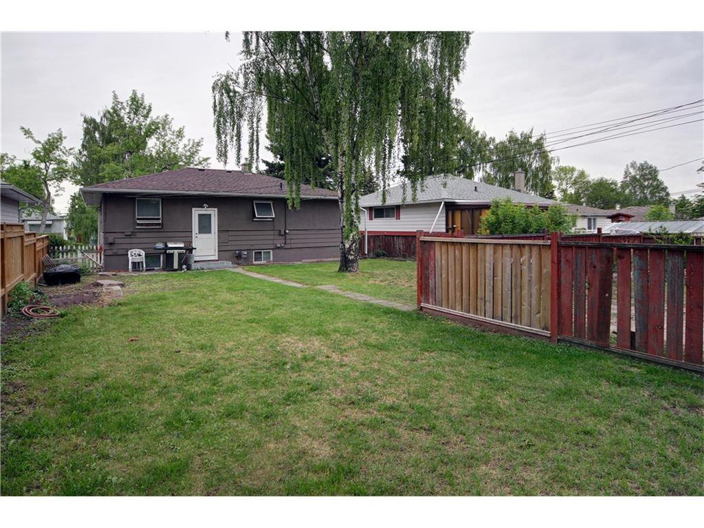 Photo 12: Photos: 2327 22A Street NW in CALGARY: Banff Trail House for sale (Calgary)  : MLS®# C4067297