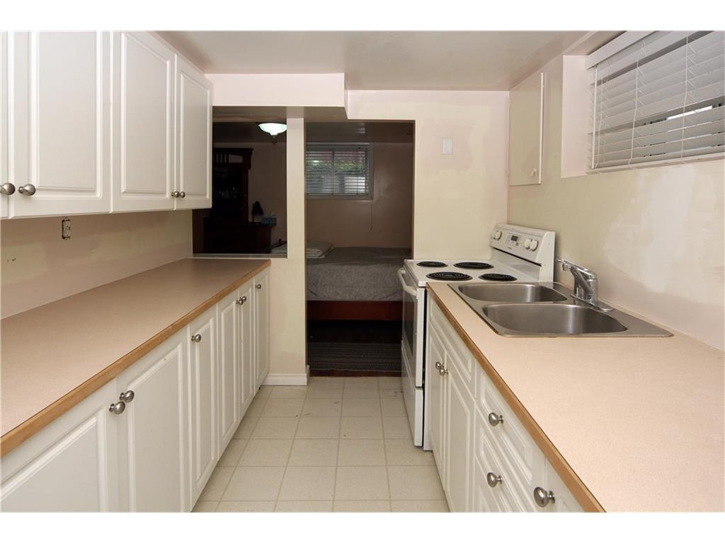 Photo 9: Photos: 2327 22A Street NW in CALGARY: Banff Trail House for sale (Calgary)  : MLS®# C4067297