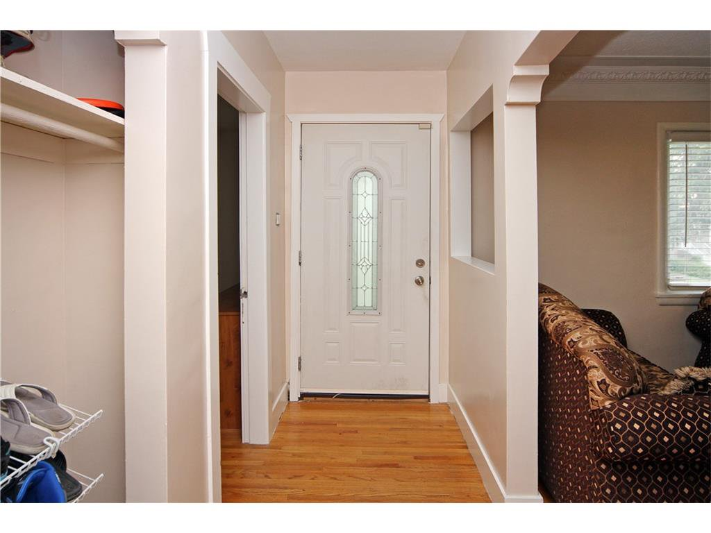 Photo 4: Photos: 2327 22A Street NW in CALGARY: Banff Trail House for sale (Calgary)  : MLS®# C4067297