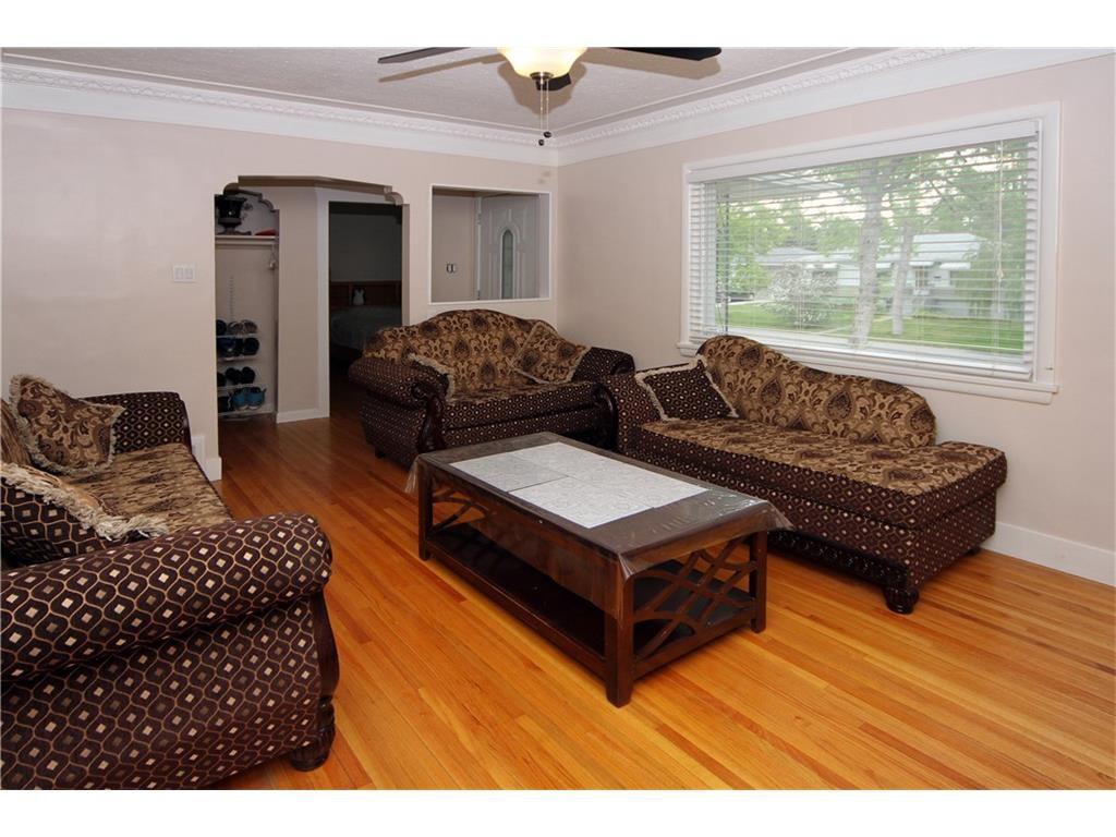 Photo 2: Photos: 2327 22A Street NW in CALGARY: Banff Trail House for sale (Calgary)  : MLS®# C4067297