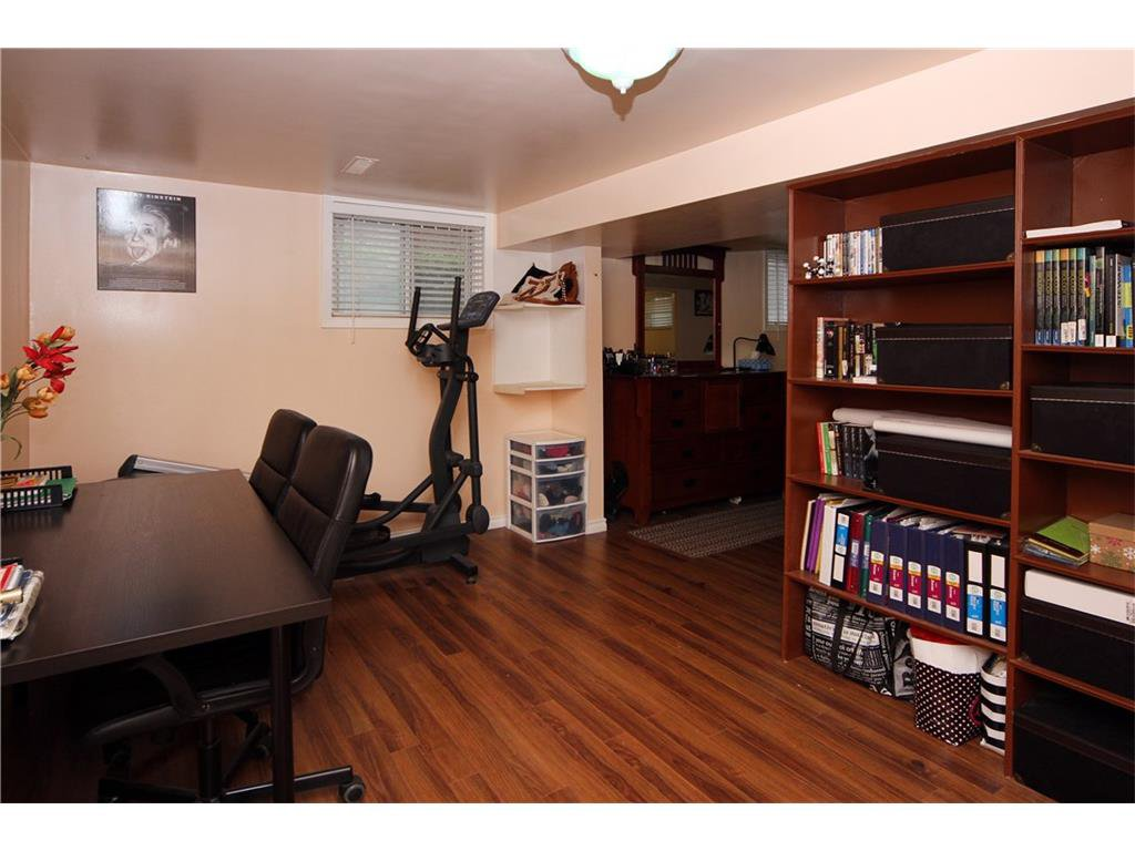 Photo 10: Photos: 2327 22A Street NW in CALGARY: Banff Trail House for sale (Calgary)  : MLS®# C4067297