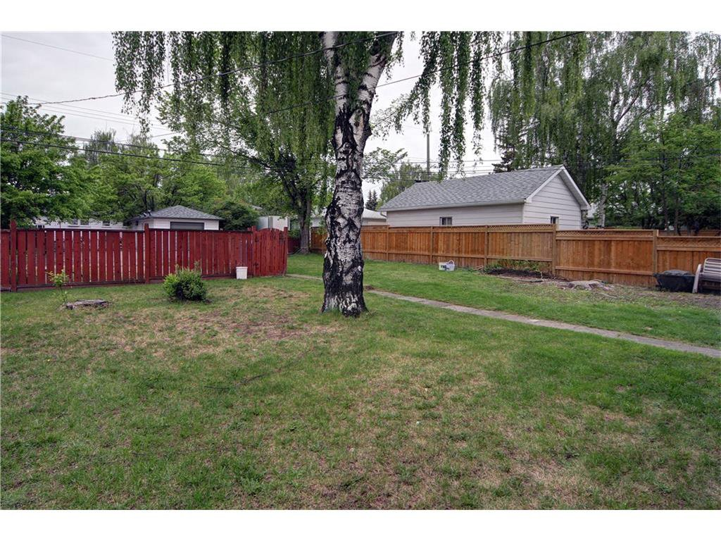 Photo 11: Photos: 2327 22A Street NW in CALGARY: Banff Trail House for sale (Calgary)  : MLS®# C4067297