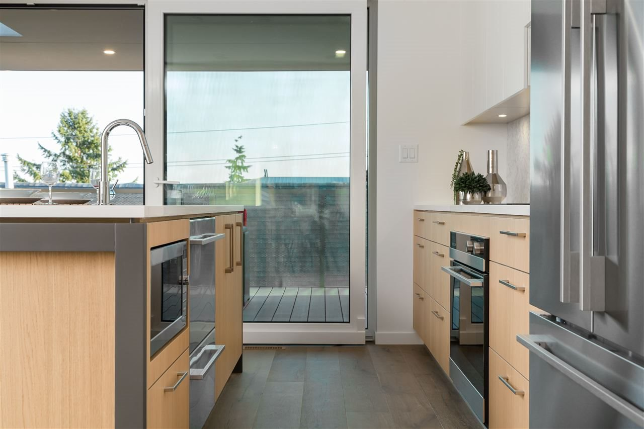 Photo 3: Photos: 738 E 3RD STREET in North Vancouver: Queensbury 1/2 Duplex for sale : MLS®# R2424181