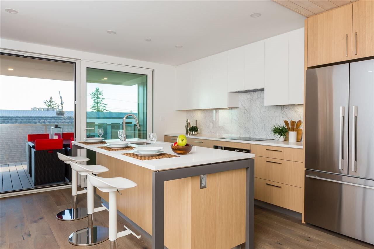 Photo 2: Photos: 738 E 3RD STREET in North Vancouver: Queensbury 1/2 Duplex for sale : MLS®# R2424181