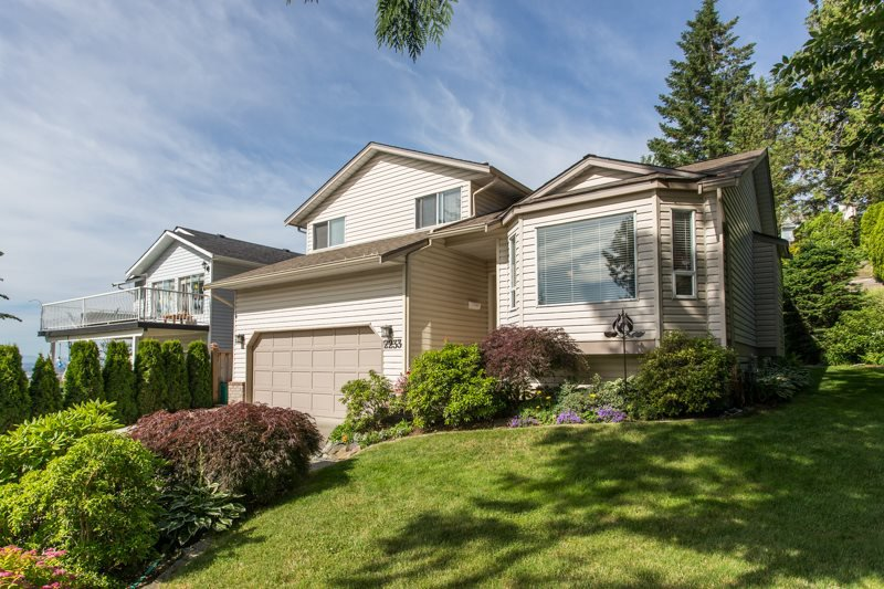 Main Photo: 2233 TIMBERLANE Drive in Abbotsford: Abbotsford East House for sale : MLS®# R2467685