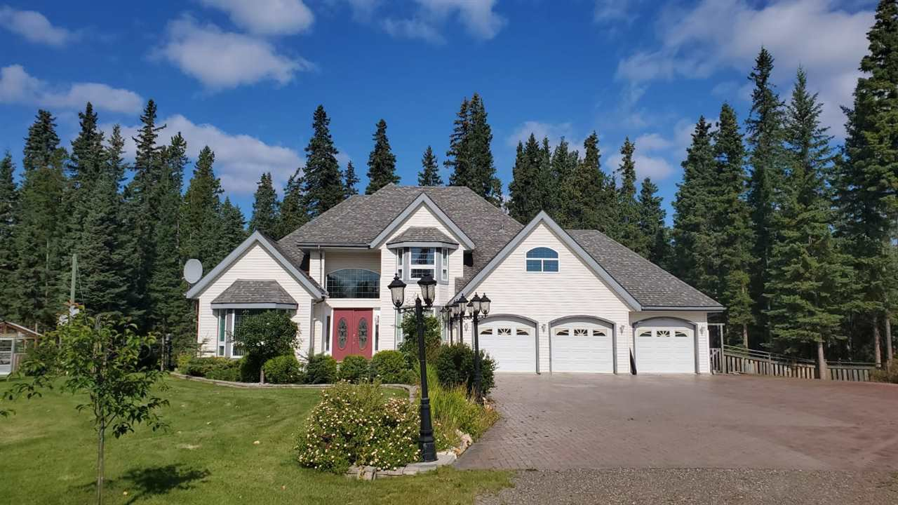 Main Photo: 585 5TH Avenue in Burns Lake: Burns Lake - Town House for sale (Burns Lake (Zone 55))  : MLS®# R2488339