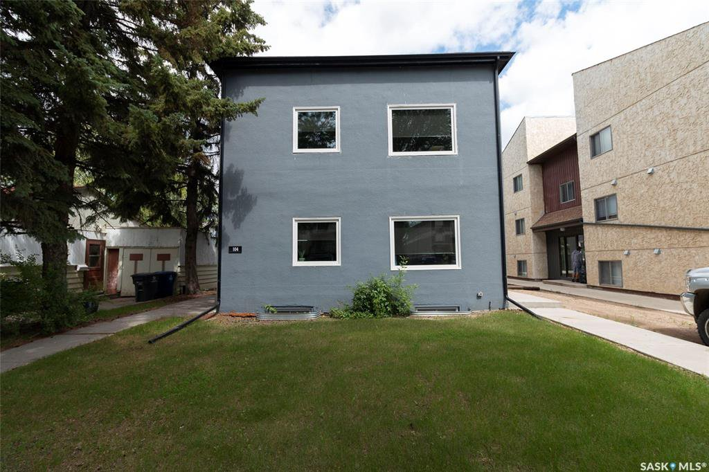 Main Photo: 104 110th Street West in Saskatoon: Sutherland Multi-Family for sale : MLS®# SK824522