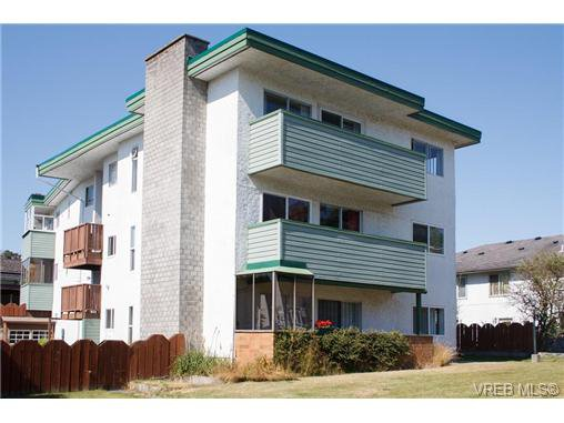 Main Photo: 4 1390 Esquimalt Rd in VICTORIA: Es Esquimalt Condo for sale (Esquimalt)  : MLS®# 645987