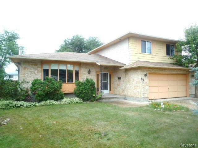 Main Photo: 43 GARDENIA Bay in WINNIPEG: Maples / Tyndall Park Residential for sale (North West Winnipeg)  : MLS®# 1320044