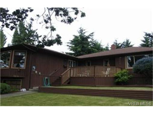 Main Photo: 3864 Rowland Avenue in VICTORIA: SW Tillicum Single Family Detached for sale (Saanich West)  : MLS®# 188932