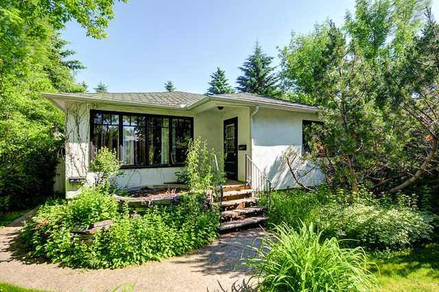 Main Photo: 242 24 Avenue NE in CALGARY: Tuxedo Residential Detached Single Family for sale (Calgary)  : MLS®# C3624676