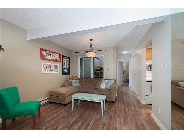 Photo 3: Photos: 1369 W 8TH Avenue in Vancouver: Fairview VW Townhouse  (Vancouver West)  : MLS®# V1113609