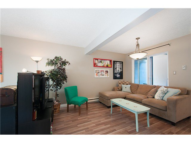 Photo 4: Photos: 1369 W 8TH Avenue in Vancouver: Fairview VW Townhouse  (Vancouver West)  : MLS®# V1113609