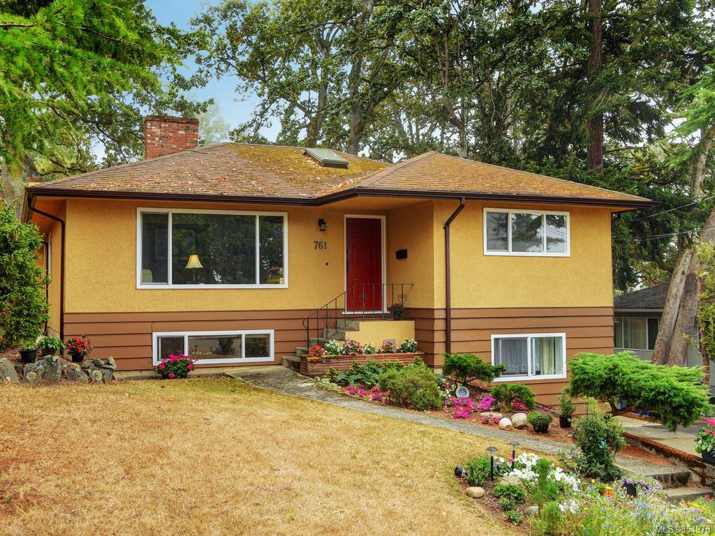 Main Photo: 761 Genevieve Rd in : SE High Quadra House for sale (Saanich East)  : MLS®# 854970