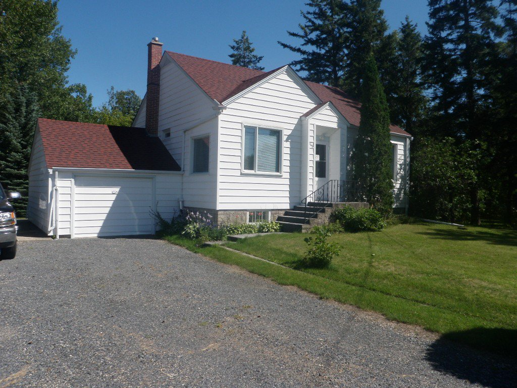 Main Photo: 145 South Third Street in Beausejour: South end House for sale
