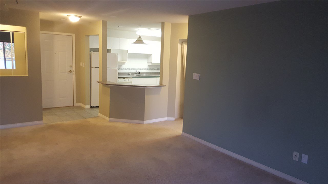 Main Photo: 305 15140 29A AVENUE in Surrey: King George Corridor Condo for sale (South Surrey White Rock)  : MLS®# R2320520
