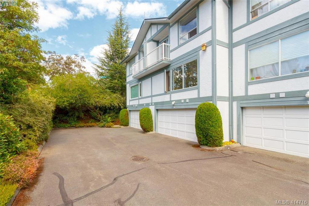 Main Photo: 20 3008 Quadra St in VICTORIA: Vi Mayfair Row/Townhouse for sale (Victoria)  : MLS®# 822598