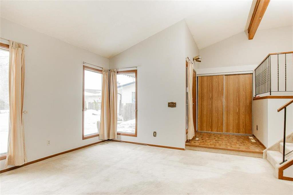 Photo 5: Photos: 63 Ashford Drive in Winnipeg: River Park South Residential for sale (2F)  : MLS®# 202006494