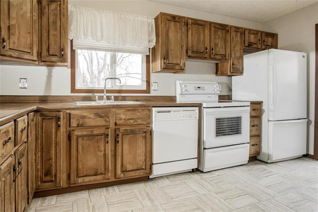 Photo 2: Photos: 63 Ashford Drive in Winnipeg: River Park South Residential for sale (2F)  : MLS®# 202006494