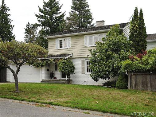 Main Photo: 2320 Hollyhill Place in VICTORIA: SE Arbutus Strata Duplex Unit for sale (Saanich East)  : MLS®# 328714
