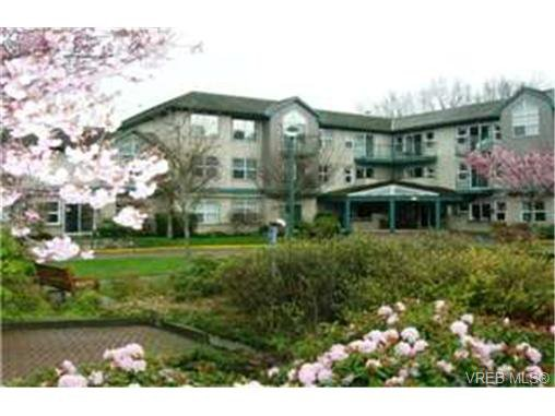 Main Photo:  in VICTORIA: SE Cedar Hill Condo for sale (Saanich East)  : MLS®# 462350