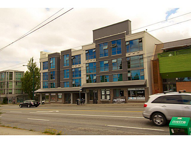 Main Photo: : Condo  : MLS®# v1019664