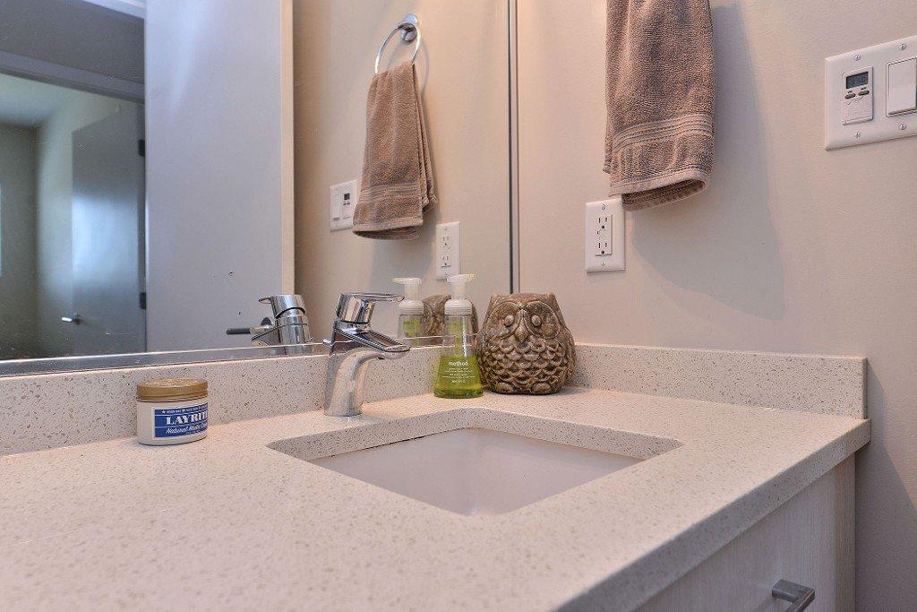 Main Photo: 208 1090 Johnson Street in Victoria: Vi Downtown Condo Apartment for sale