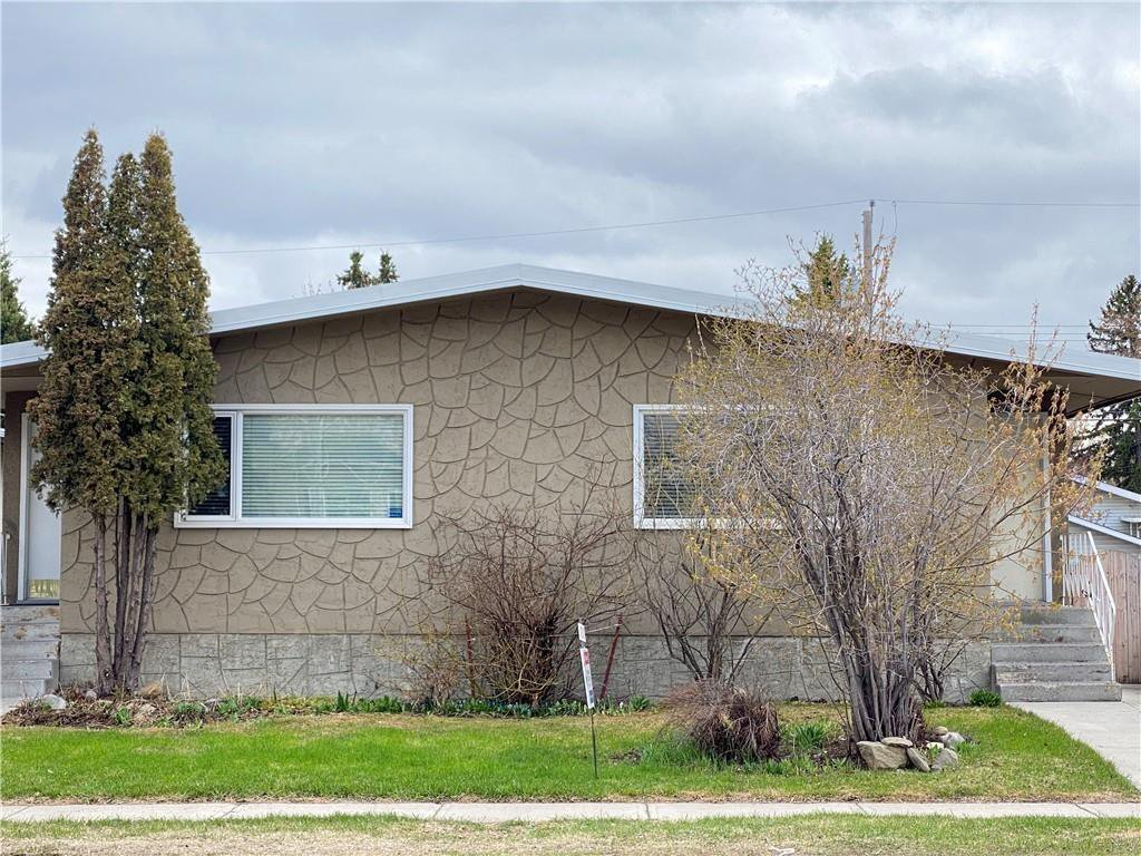 Main Photo: 2039 50 Avenue SW in Calgary: North Glenmore Park Semi Detached for sale : MLS®# C4295796