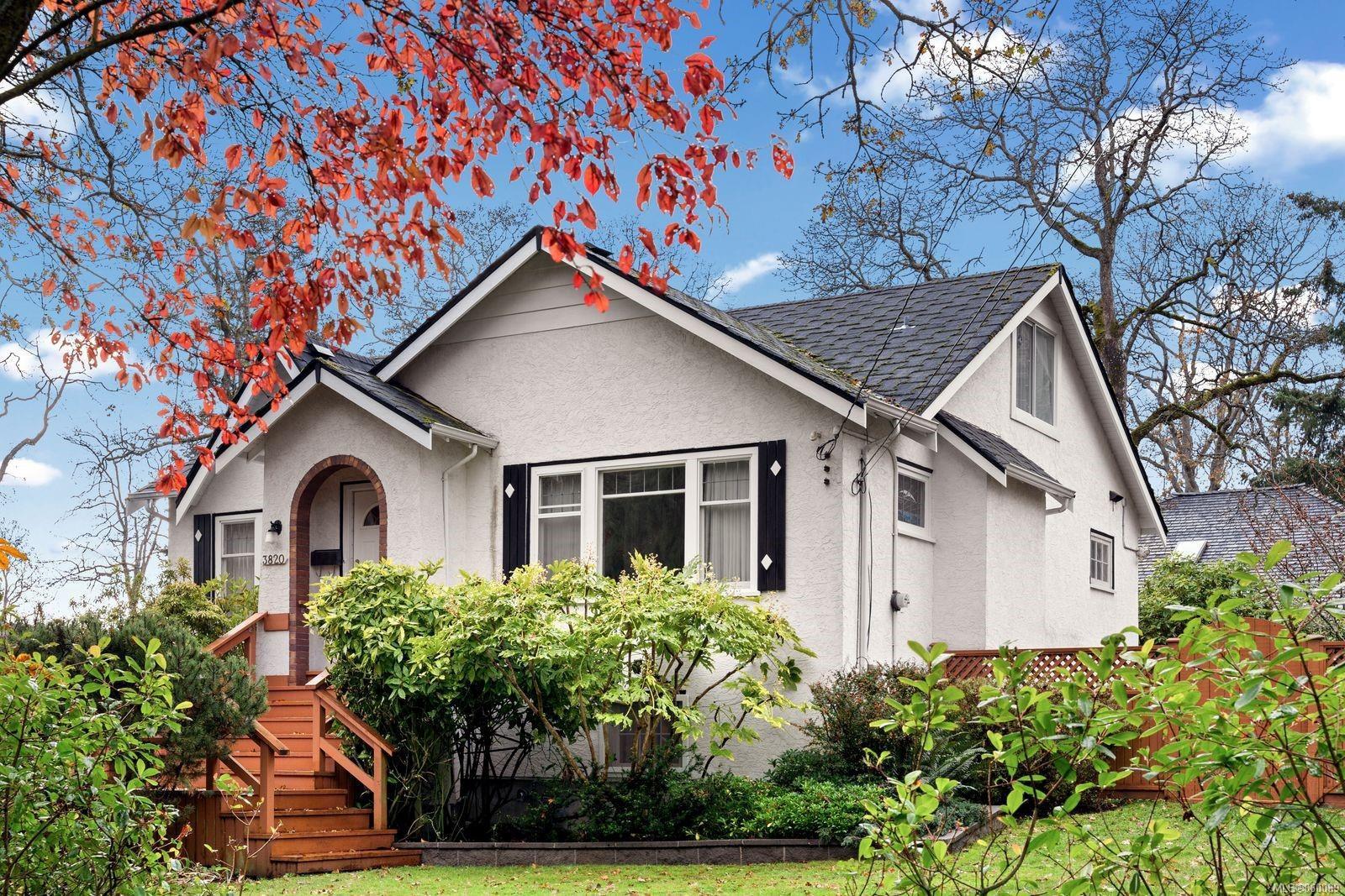 Main Photo: 3820 Blenkinsop Rd in : SE Cedar Hill House for sale (Saanich East)  : MLS®# 860089