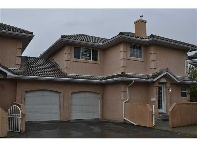 Welcome Home to this fantastic 2 storey in the gated Community of Coral Cove Estates!