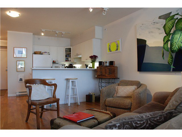 Main Photo: 405 1888 York Avenue in Vancouver: Kitsilano Condo for sale (Vancouver West)  : MLS®# v1042432