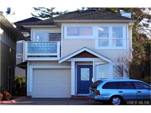 Main Photo:  in VICTORIA: SE High Quadra Row/Townhouse for sale (Saanich East)  : MLS®# 399404
