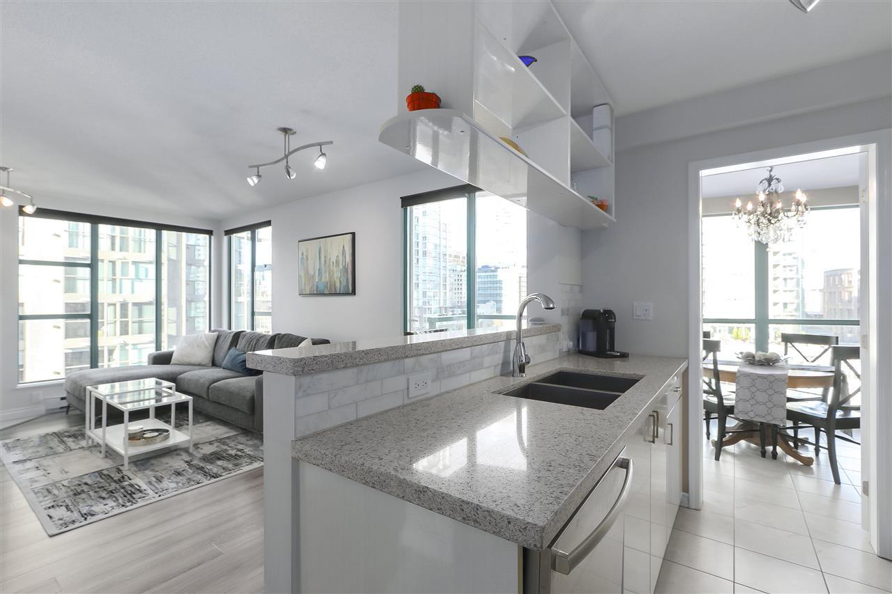 "Main Photo: 1502 939 HOMER Street in Vancouver: Yaletown Condo for sale in ""The Pinnacle"" (Vancouver West)  : MLS®# R2421696"