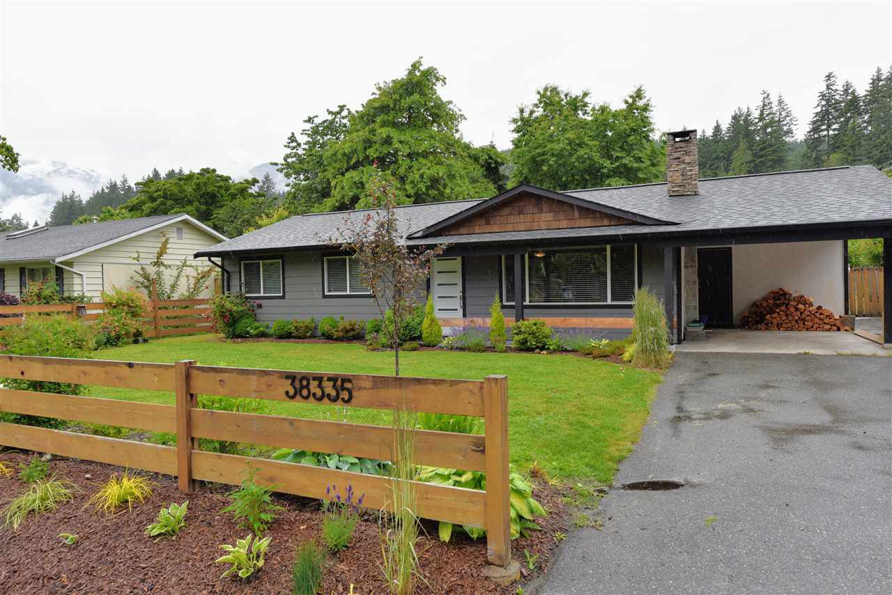 Main Photo: 38335 CHESTNUT Avenue in Squamish: Valleycliffe House for sale : MLS®# R2466332