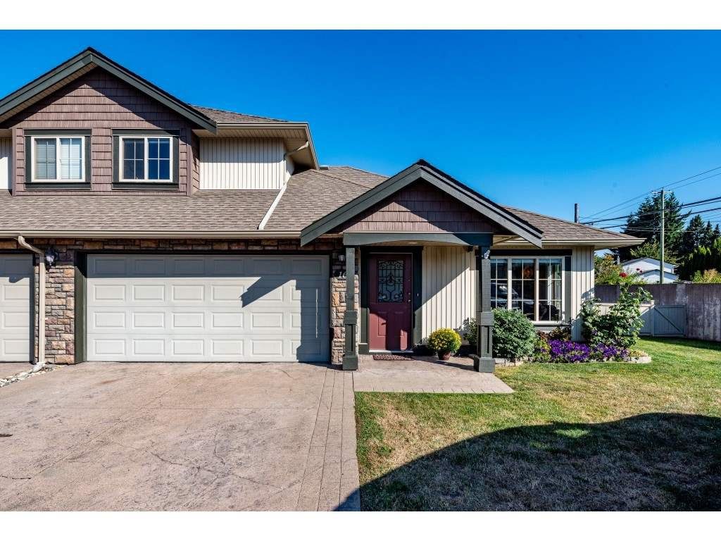 """Main Photo: 16 6450 BLACKWOOD Lane in Chilliwack: Sardis West Vedder Rd Townhouse for sale in """"The Maples"""" (Sardis)  : MLS®# R2488548"""