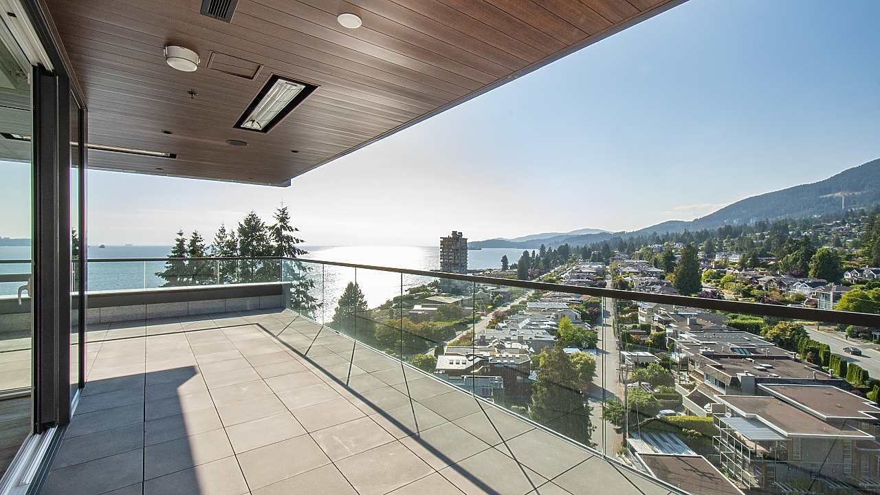 """Main Photo: 903 2289 BELLEVUE Avenue in West Vancouver: Dundarave Condo for sale in """"Bellevue by Cressey"""" : MLS®# R2527495"""
