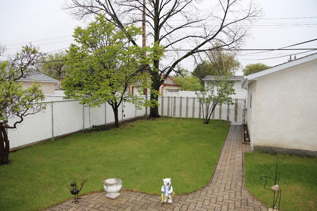 Photo 40: Photos: 310 Raquette Street in Winnipeg: Westwood Single Family Detached for sale (West Winnipeg)  : MLS®# 1513263