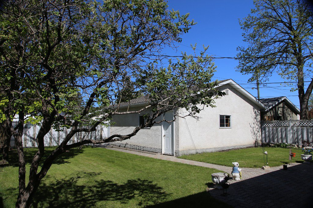 Photo 39: Photos: 310 Raquette Street in Winnipeg: Westwood Single Family Detached for sale (West Winnipeg)  : MLS®# 1513263
