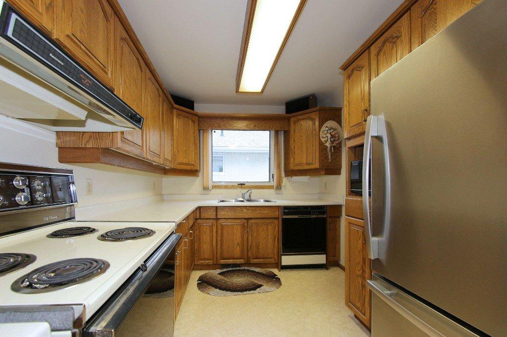Photo 9: Photos: 310 Raquette Street in Winnipeg: Westwood Single Family Detached for sale (West Winnipeg)  : MLS®# 1513263