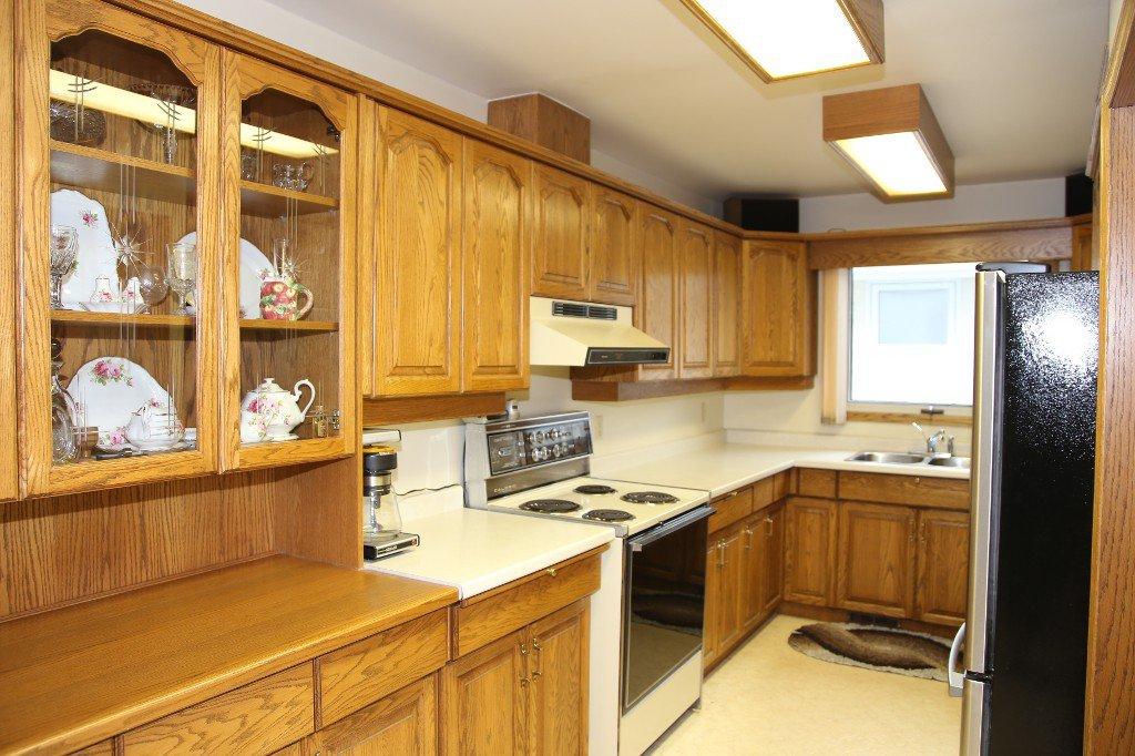 Photo 10: Photos: 310 Raquette Street in Winnipeg: Westwood Single Family Detached for sale (West Winnipeg)  : MLS®# 1513263