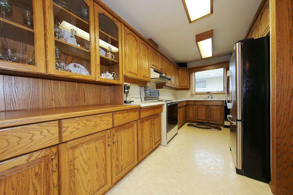 Photo 8: Photos: 310 Raquette Street in Winnipeg: Westwood Single Family Detached for sale (West Winnipeg)  : MLS®# 1513263