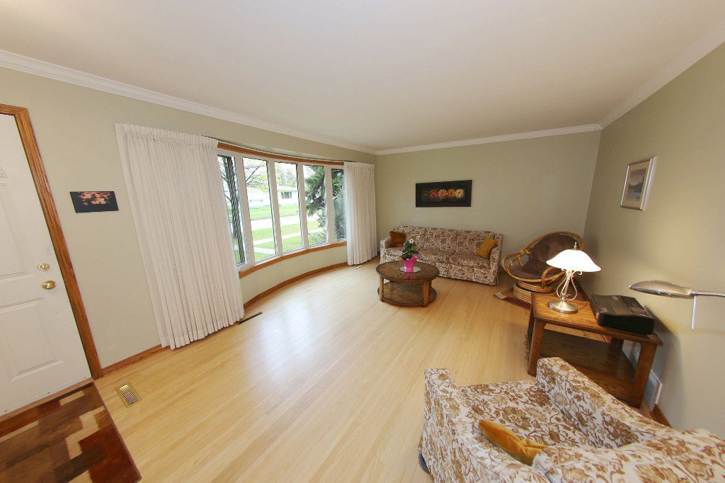Photo 7: Photos: 310 Raquette Street in Winnipeg: Westwood Single Family Detached for sale (West Winnipeg)  : MLS®# 1513263