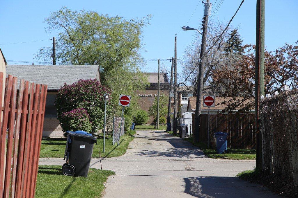 Photo 38: Photos: 310 Raquette Street in Winnipeg: Westwood Single Family Detached for sale (West Winnipeg)  : MLS®# 1513263