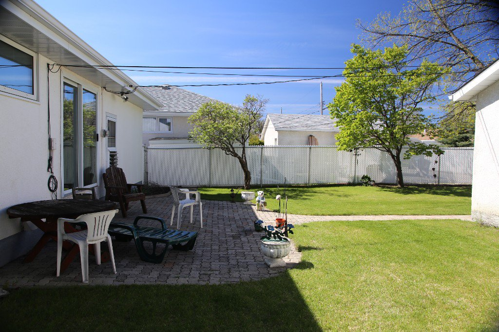 Photo 32: Photos: 310 Raquette Street in Winnipeg: Westwood Single Family Detached for sale (West Winnipeg)  : MLS®# 1513263