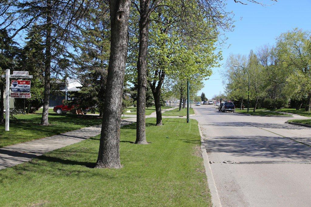 Photo 35: Photos: 310 Raquette Street in Winnipeg: Westwood Single Family Detached for sale (West Winnipeg)  : MLS®# 1513263