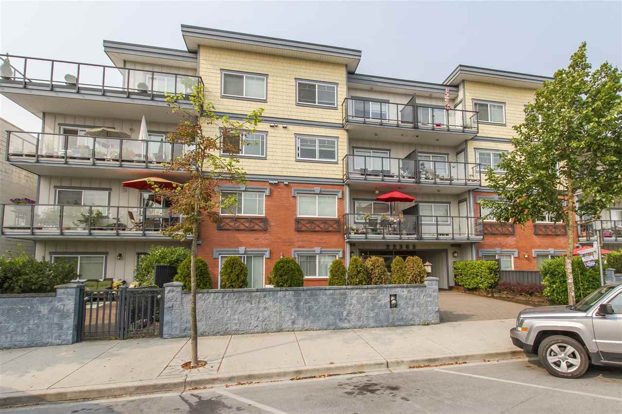 Main Photo: 202 22363 SELKIRK AVENUE in Maple Ridge: West Central Condo for sale : MLS®# R2195203