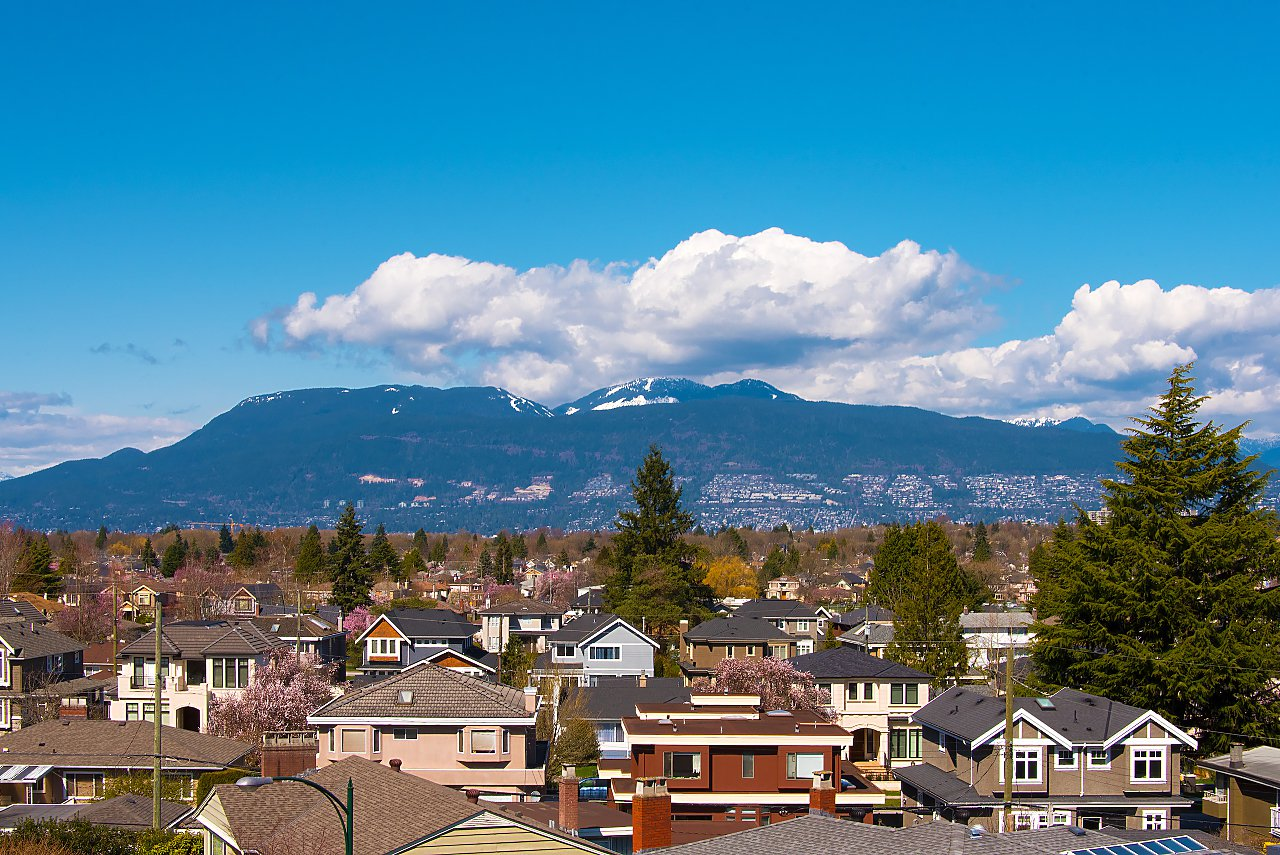 Photo 3: Photos: 2588 Edgar Crescent in Vancouver: Quilchena House for sale (Vancouver West)