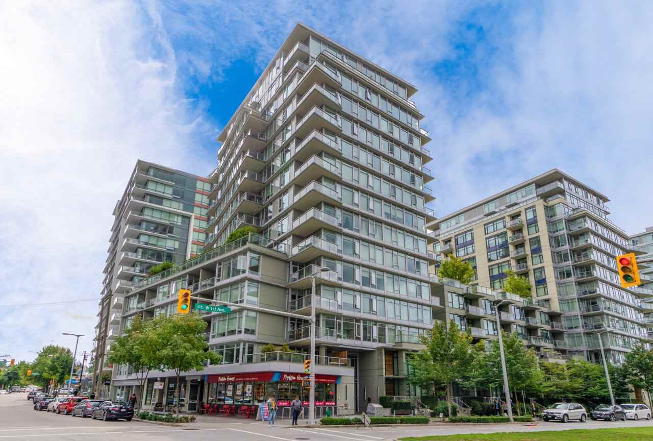 Main Photo: 567 108 W 1ST Avenue in Vancouver: False Creek Condo for sale (Vancouver West)  : MLS®# R2404596