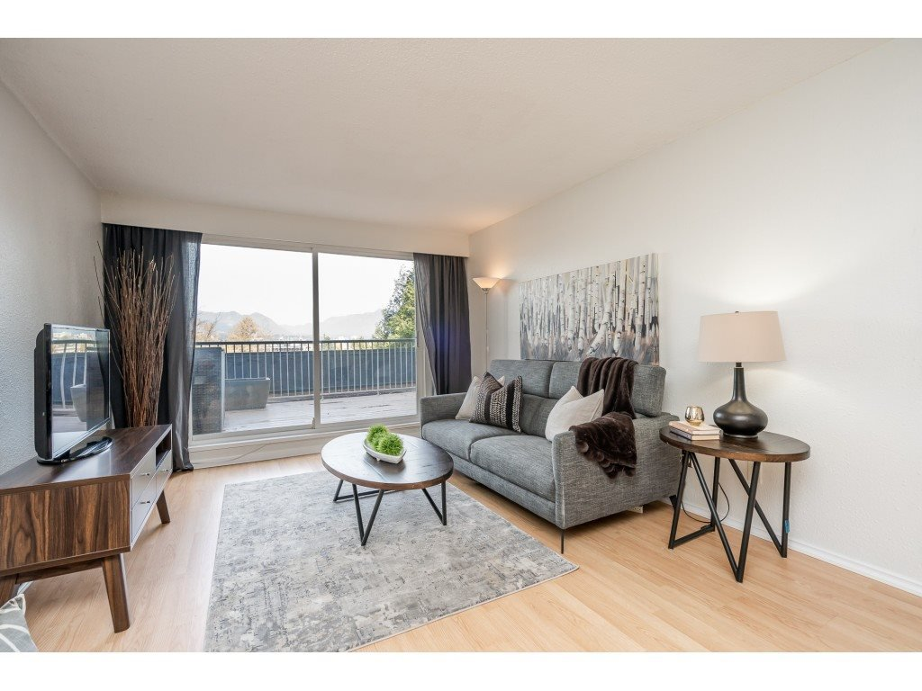 Main Photo: 615 774 GREAT NORTHERN Way in Vancouver: Mount Pleasant VE Condo for sale (Vancouver East)  : MLS®# R2417520
